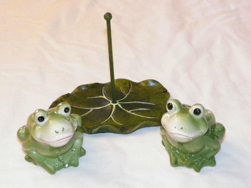 New Decorative Frogs With Lily Pad Holder Salt Pepper