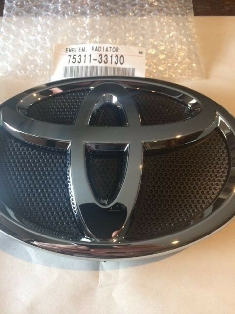 genuine 2007 2009 toyota camry front grille emblem factory oem brand new part ebay. Black Bedroom Furniture Sets. Home Design Ideas
