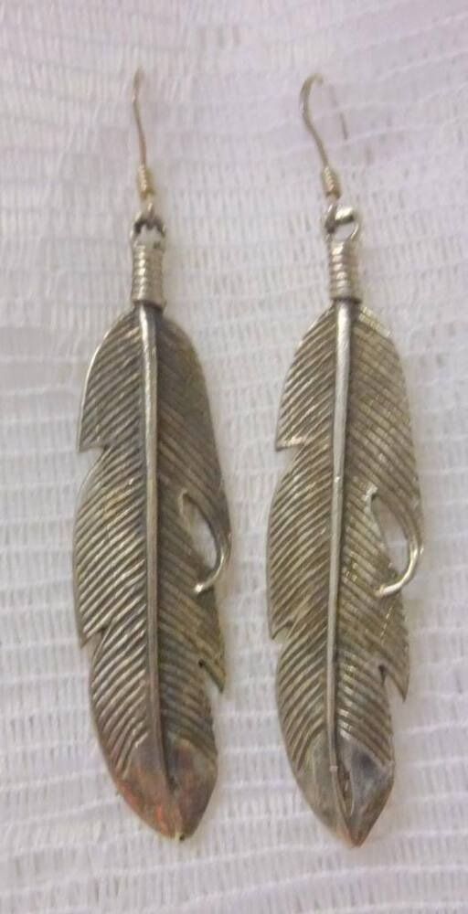 Nice navajo handmade indian native american sterling for Native american feather jewelry