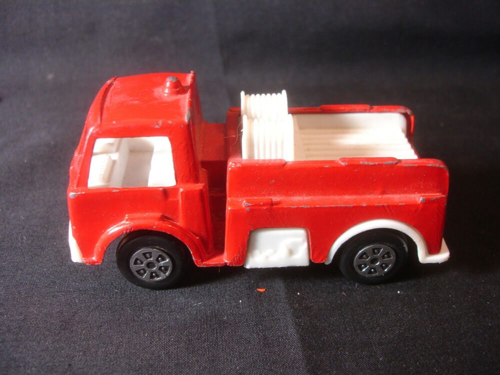 Old Vtg Plastic Diecast Tootsietoy Toy Fire Engine Truck
