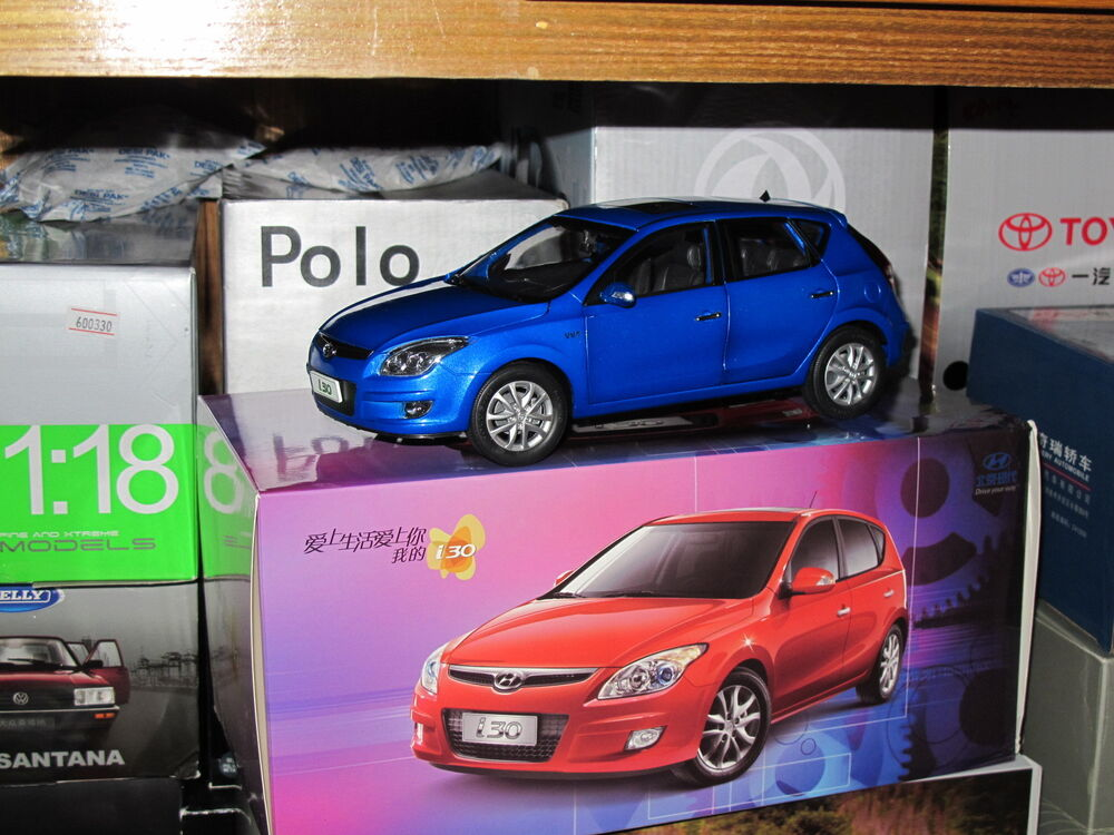hyundai i30 elantra 1 18 model car blue free shipping ebay. Black Bedroom Furniture Sets. Home Design Ideas