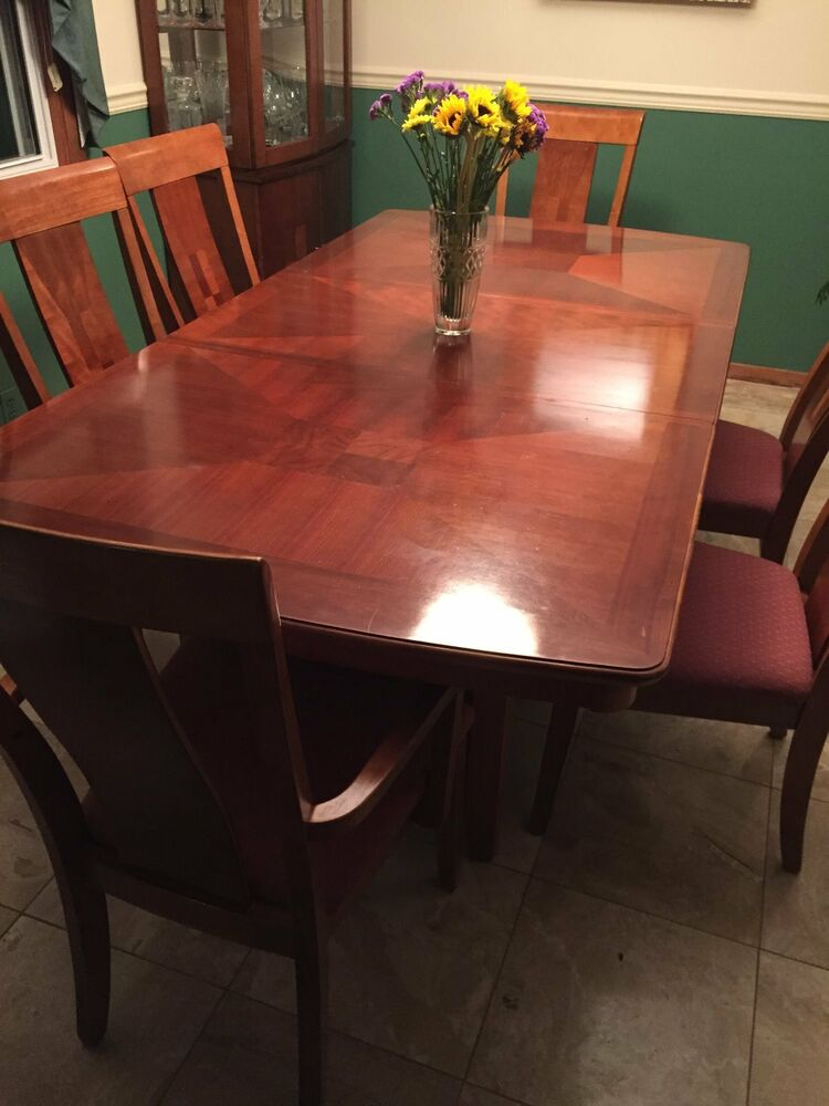 Beautiful oak dining table hutch 6 chairs ebay for Beautiful dining table and chairs