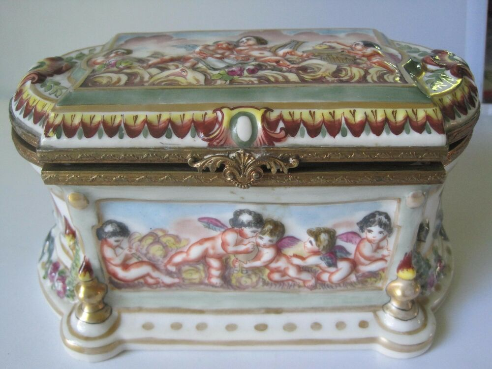ANTIQUE HAND PAINTED FRENCH PORCELAIN TRINKET JEWELRY BOX