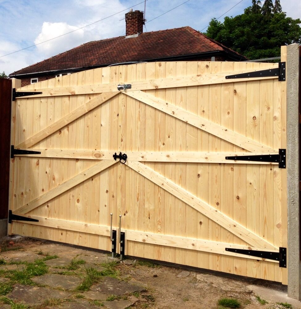 Wooden driveway gates 5ft 6 high 11ft wide free heavy for Driveway gate hardware heavy duty