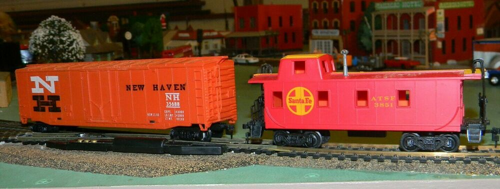 HO Scale 2 Cars New Haven Box Car And A Santa Fe Caboose