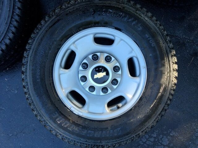 4 2015 17 inch chevy rims and tires 8 lug off 2500 hd new ebay. Black Bedroom Furniture Sets. Home Design Ideas