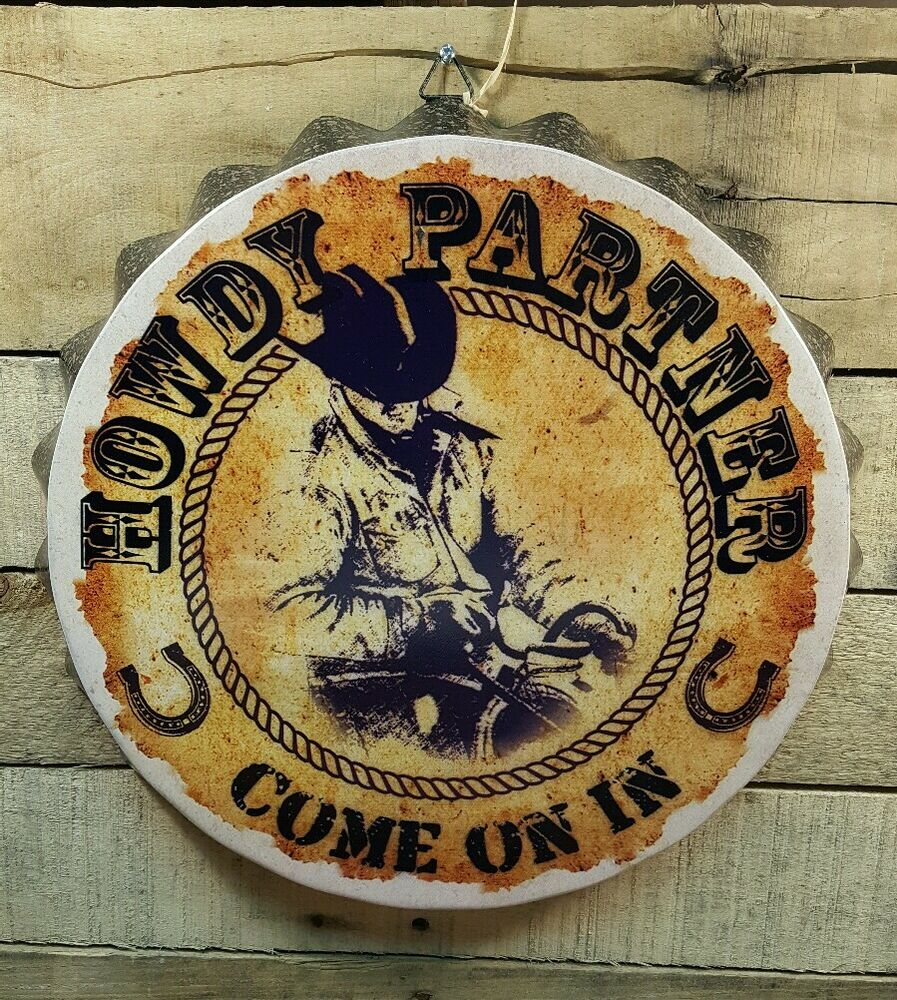 Distressed round metal wall decor howdy partner come on in for Cowboy decor