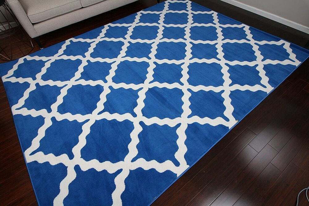 8x11 Quatrefoil Geometric Modern Contemporary Blue White