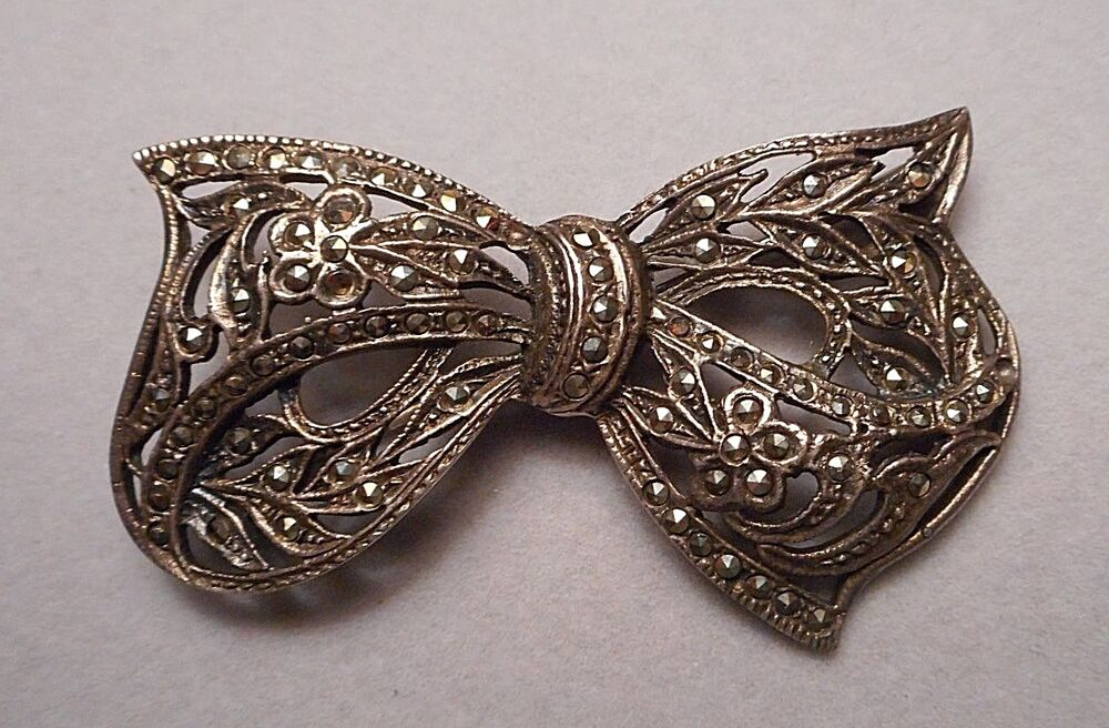 vintage art deco style bow knot brooch sterling 925 leafy filigree marcasite ebay. Black Bedroom Furniture Sets. Home Design Ideas