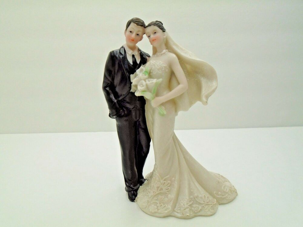 Wedding Cake Topper Figurine Romantic Bride And Groom