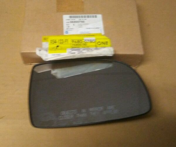 New Genuine GM OEM RH Door Mirror  96800780