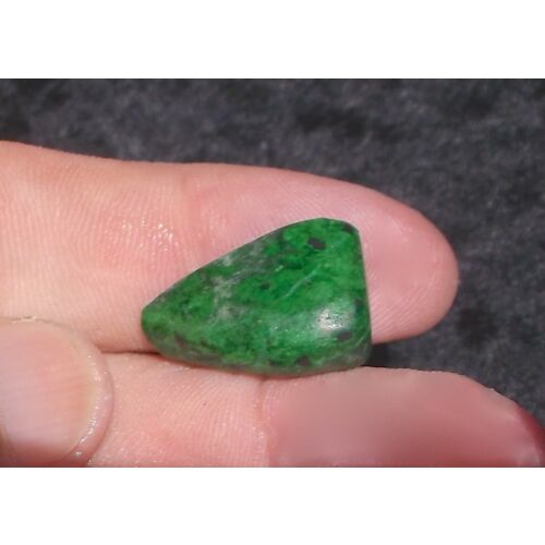 maw-sit-sit-chrome-green-fine-small-pre-form-193-carats-or-38-grams-s-e-asia