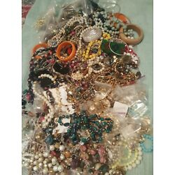 Kyпить  WEARABLE VINTAGE- NOW COSTUME JEWELRY LOT + FREE .925  RING.  на еВаy.соm