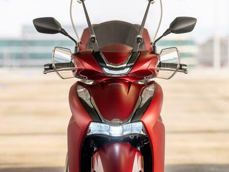 2021 New Honda SH350i Scooter SHOWN WITH ACCESSORIES 6.9%  USB Charger, eSP+