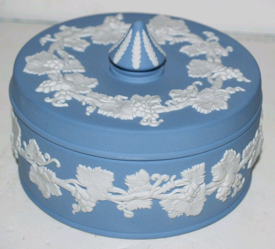 Wedgwood blue jasparware made in england trinket box for Mode in england