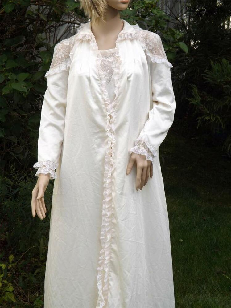 Vintage chole lace night gown robe set petite saks fifth for Saks 5th avenue robes de mariage
