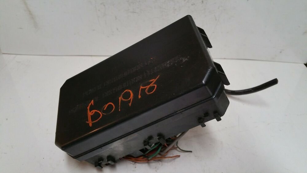 2006 06 Ford Focus 2 0l Fuse Box Block Relay Panel Used
