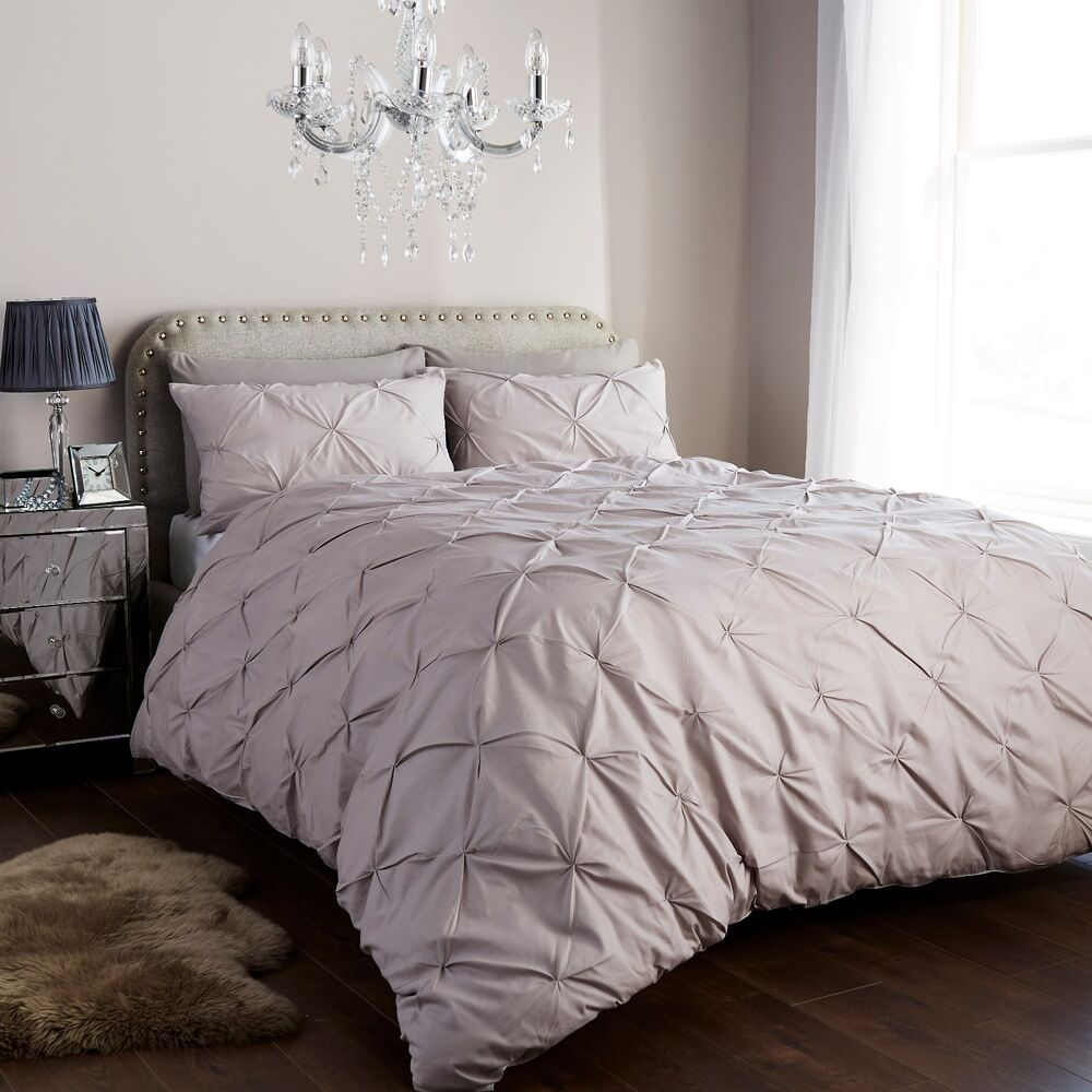 Diamond Pintuck Duvet Cover Set With Pillow Cases Luxury