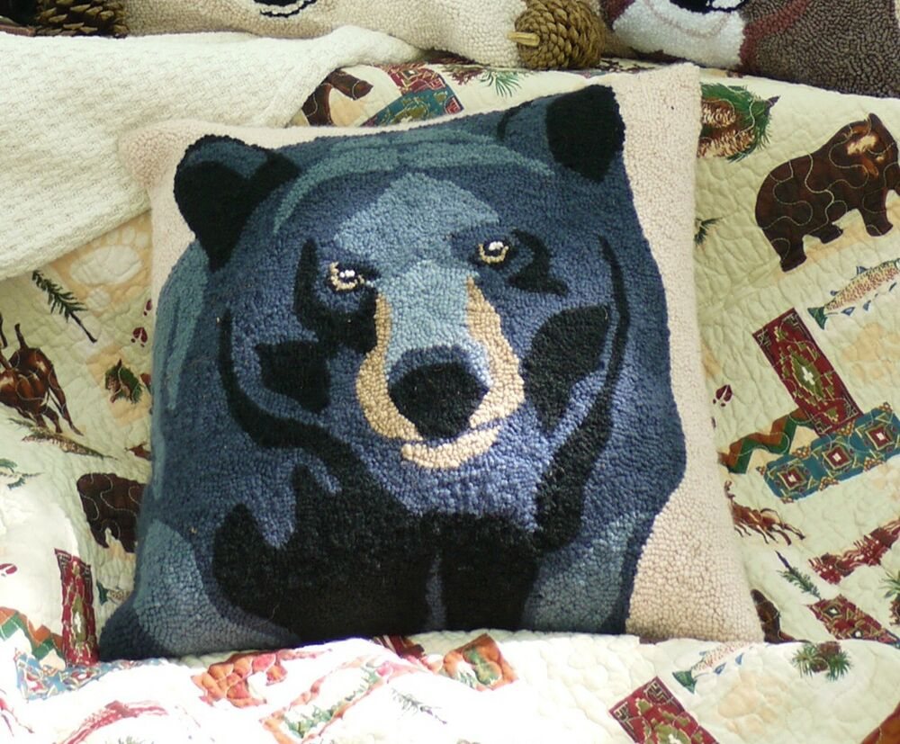 Black Bear Accent Pillow Forest Cabin Lodge Hooked Throw