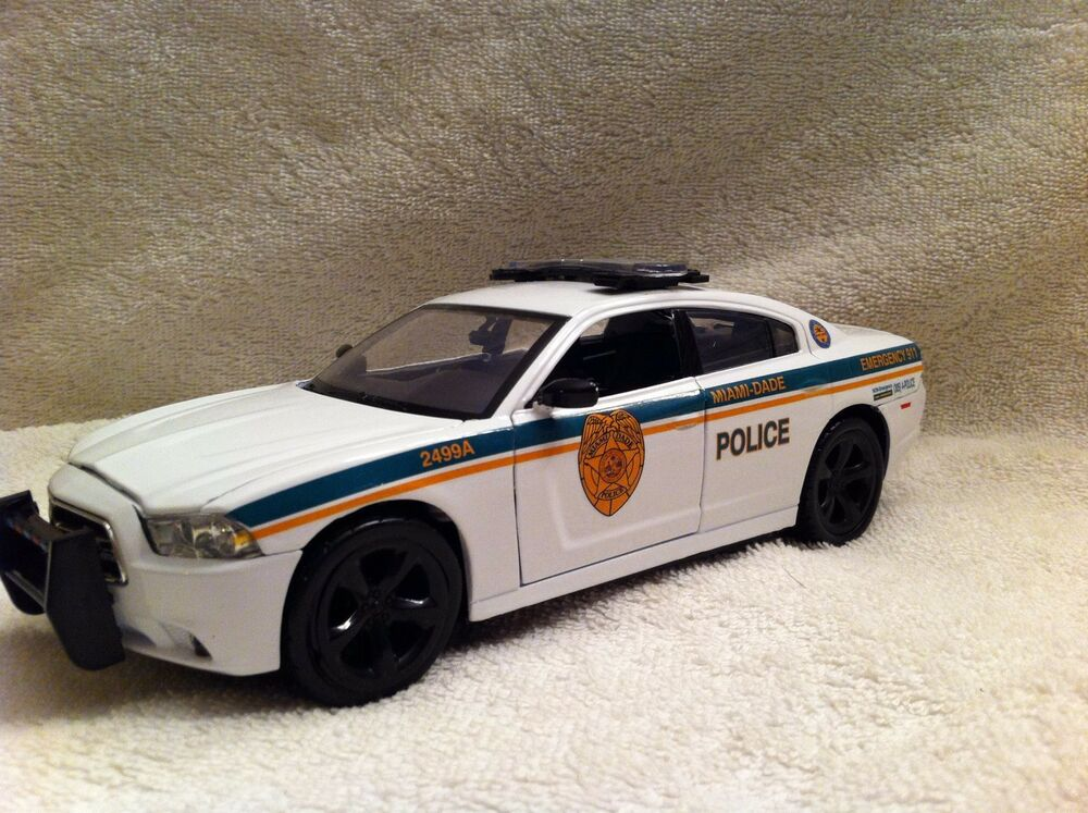 miami dade police dodge charger 1 24 scale diecast non. Black Bedroom Furniture Sets. Home Design Ideas