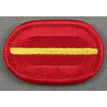 img-US Army 319th Airborne Field Artillery Regiment 1st Battalion Oval Patch