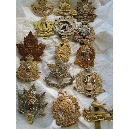 img-A COLLECTION OF CANADIAN MILITARY CAP BADGES FROM BOTH WORLD WARS