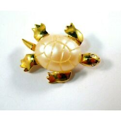 Kyпить Trifari Turtle Pin ~ Faux Mother of Pearl Gold Plated на еВаy.соm