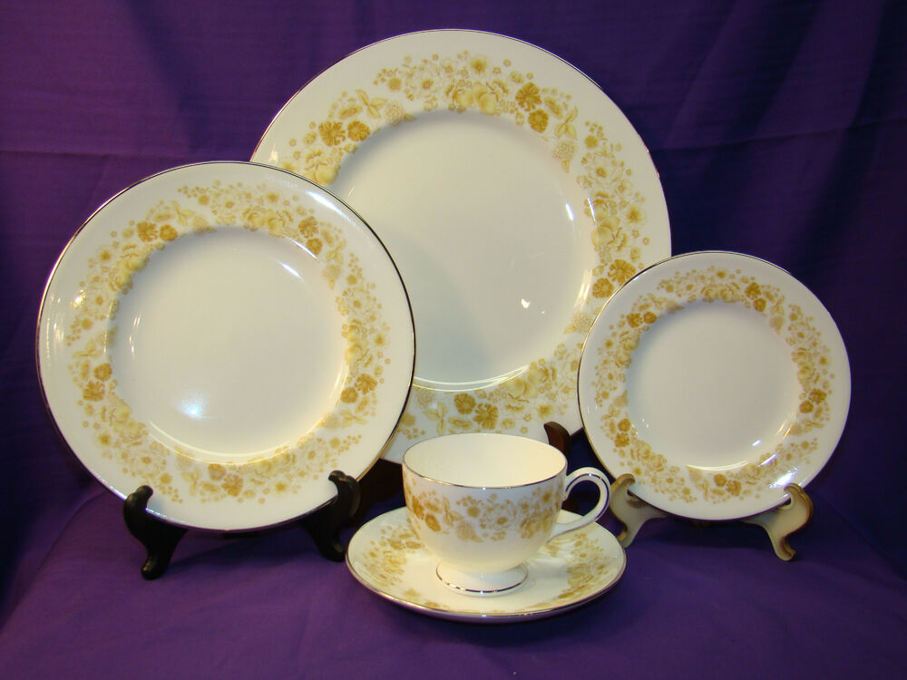 5 pc place setting wedgwood mimosa bone china dinnerware platinum trim england ebay. Black Bedroom Furniture Sets. Home Design Ideas