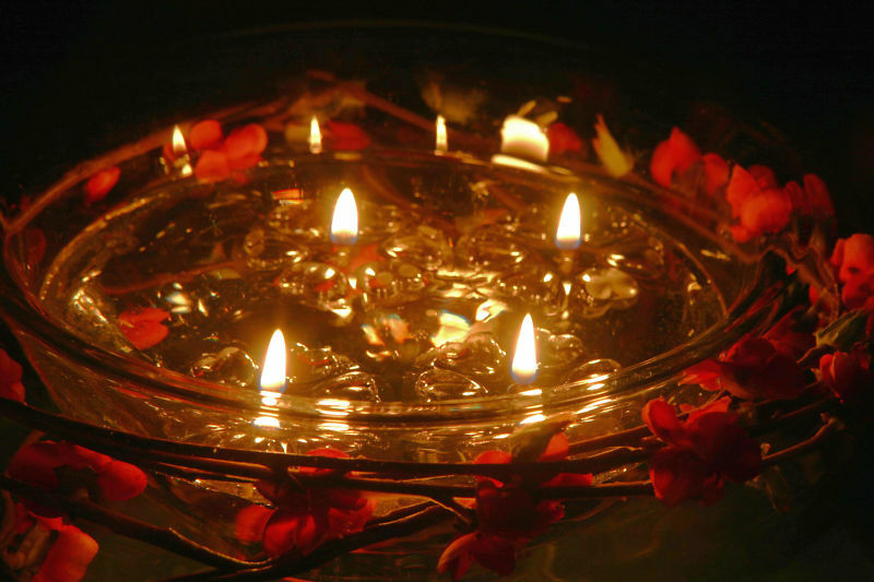FLOATING WATER CANDLES NO DRIPPING WAX FUELLED BY ORDINARY