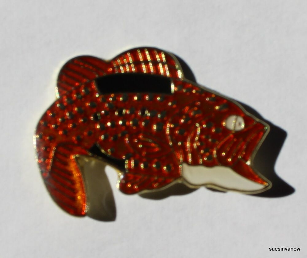 Large mouth bass fish lapel hat pin sport man tie tack ebay for Fishing hat pins