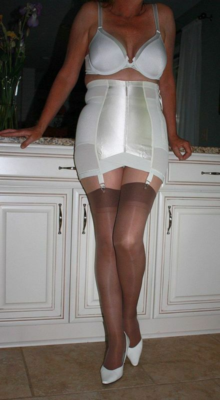 Granny Vintage Nylons Girdles Free Sex Videos - Watch