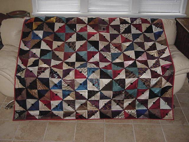 Barn Raising Quilt Pattern Free Knitting : AMERICAS ANTIQUES ANTIQUE HAND PIECED SILK BARN RAISING LOG CABIN QUILT c 1870s eBay