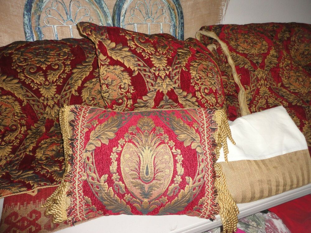 CROSCILL IMPERIAL GOLD RED MEDALLION (5PC) QUEEN COMFORTER