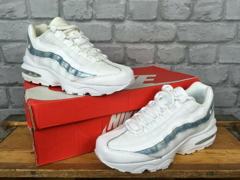 newest 86463 8fe55 NIKE AIR MAX 95 JUNIOR WHITE TRAINERS REFLECTIVE BLUE STRIPE LADIES YOUTH    eBay