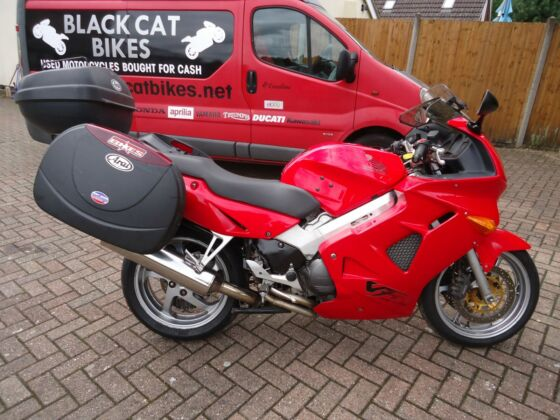 HONDA VFR800 FI 2000(W) RED 31K FULL LUGGAGE EXCELLENT FULL MOT FREE DELIVERY PX