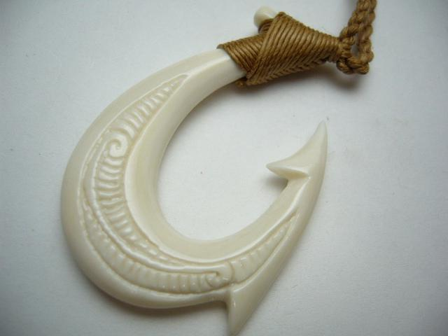 Hawaiian jewelry tribal fish hook bone carved maori hei for Fish hook necklace
