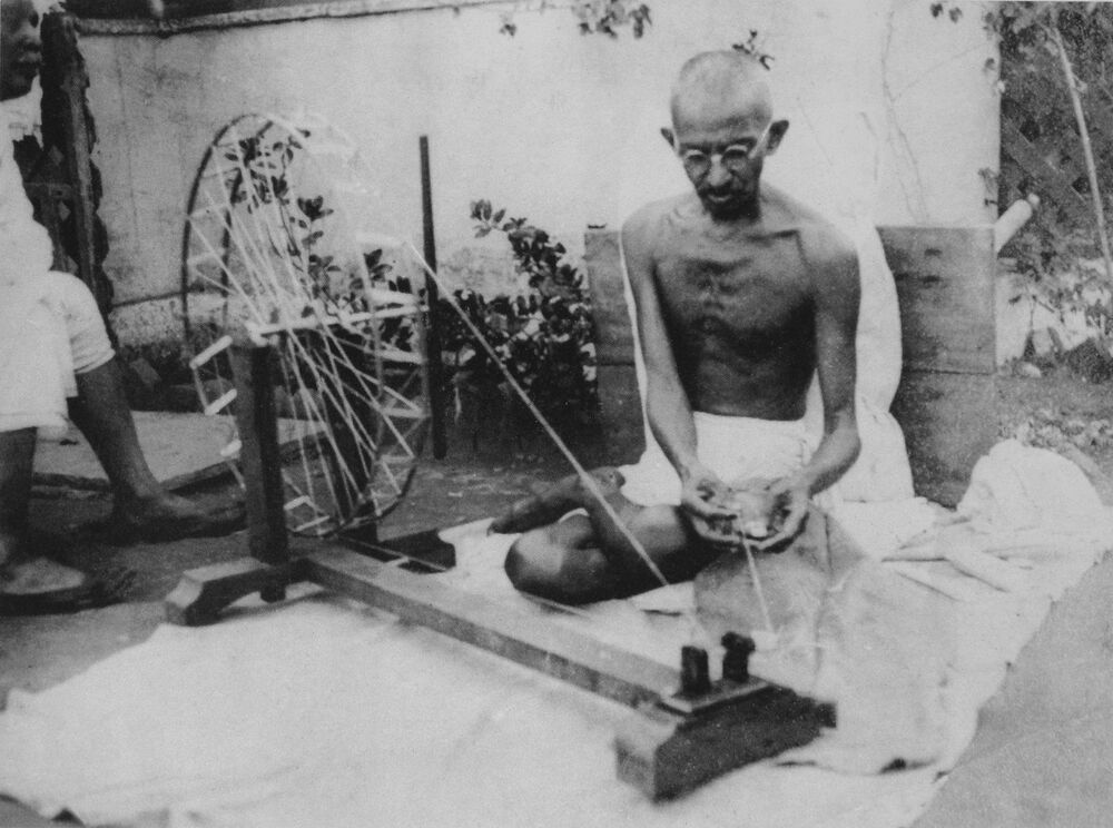 the vital role of mohunduras ghandi to indias independence Mohandas gandhi — also affectionately known as mahatma — led india's independence movement in he's often named among the 20th century's most important figures.