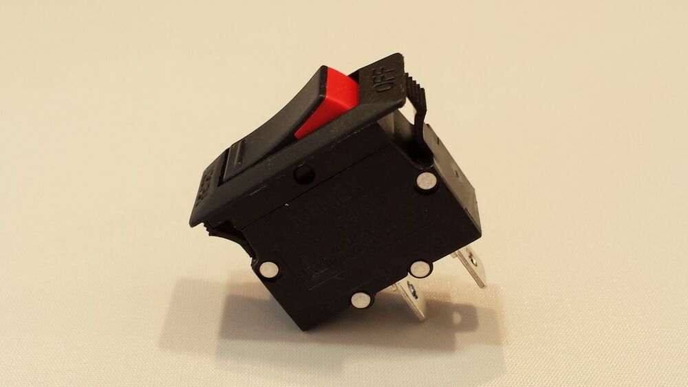 Rocker switch resettable thermal circuit breaker amp