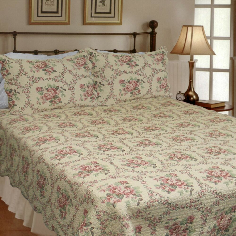 Reminiscent Mood Red 100 Cotton King Size Quilt Set