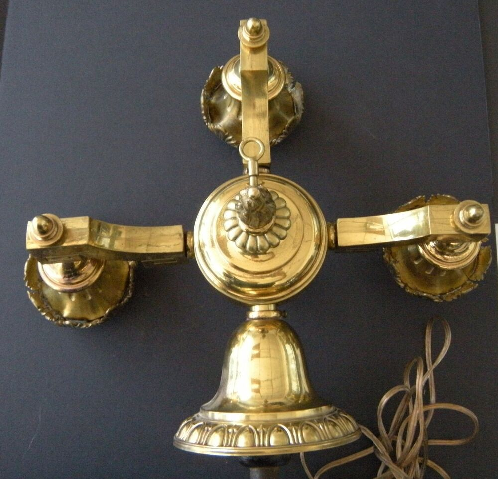Victorian Beautiful Vintage Brass Wall Mount Light Fixture