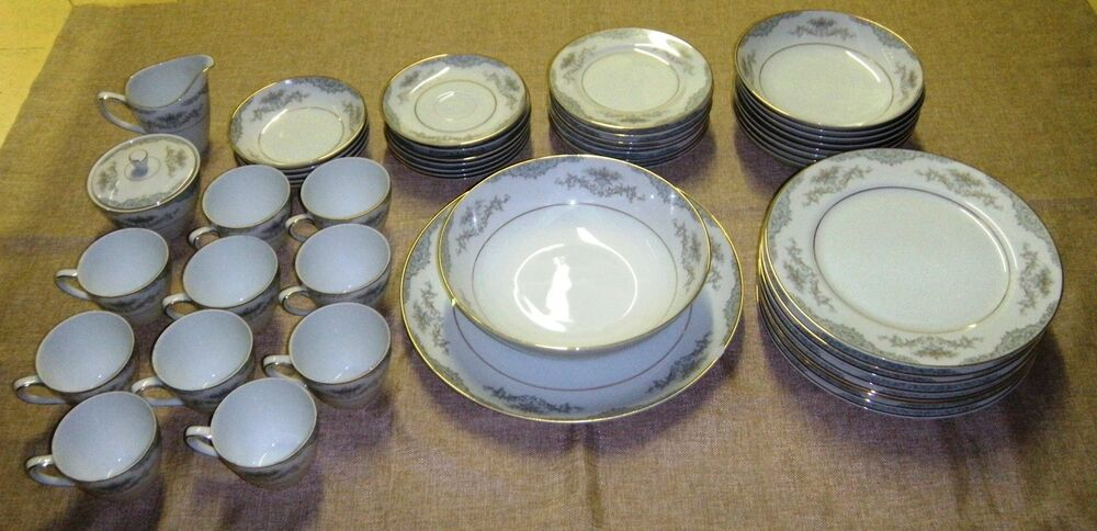 50 VINTAGE MIKASA FINE PORCELAIN DINNER PLATE SETS W GOLD TRIM HANDPAI