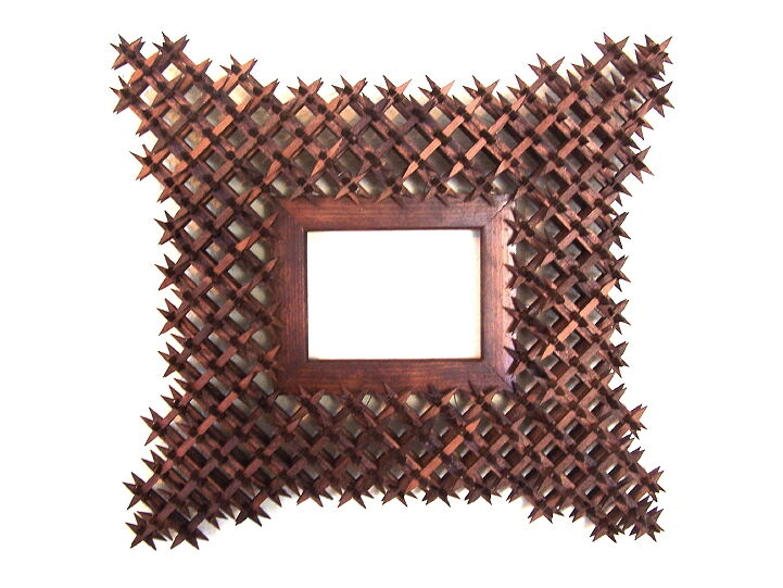 Beautiful handmade tramp art crown of thorns picture frame for Picture frame corners