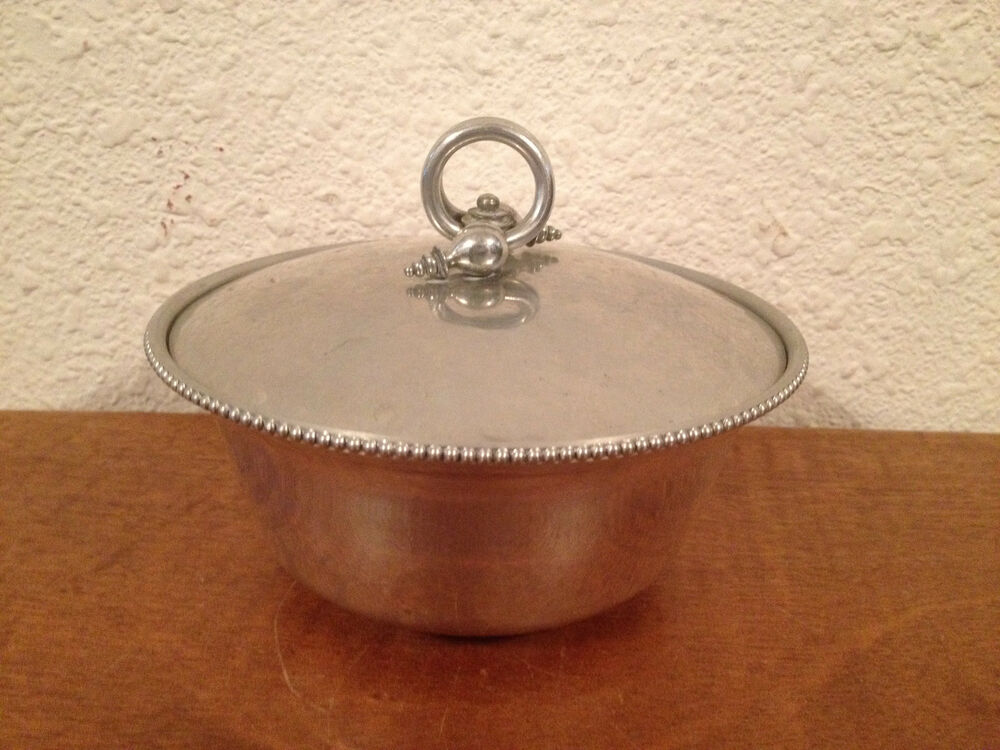 vintage bw buenilum hammered aluminum round dish bowl w pyrex glass insert ebay. Black Bedroom Furniture Sets. Home Design Ideas