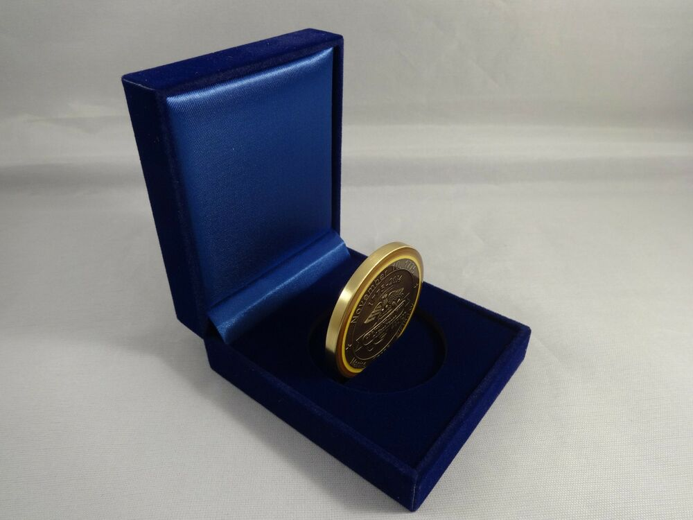 how to make a challenge coin display case