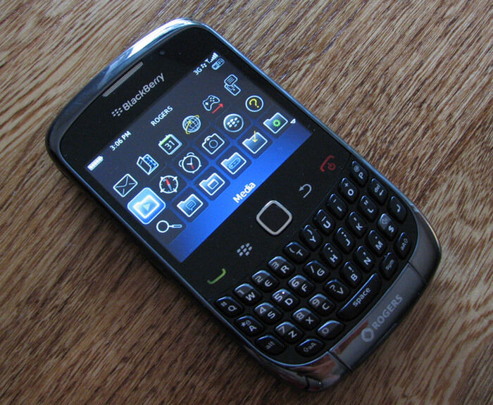 Blackberry curve 3g 9300 gsm unlocked accepts all sim cards t