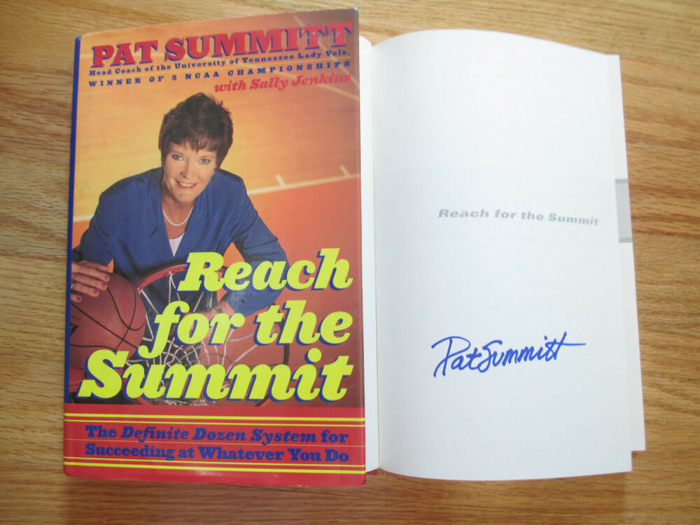 Pat Summitt Signed Reach For The Summit 1998 Book