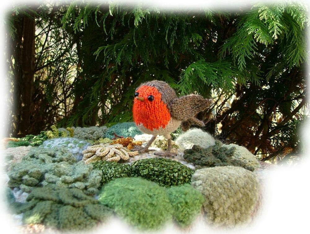 Knitted Robin Pattern For Christmas : ROBIN REDBREAST toy knitting pattern by GEORGINA MANVELL (Christmas) eBay