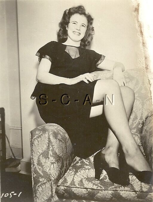ORIGINAL VINTAGE 1940S-60S Nude RP- Young Woman- Shows