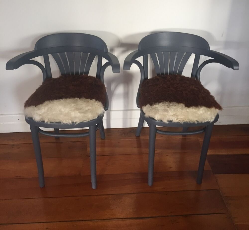 pair vintage thonet bistro bentwood chairs with authentic cow hide seat ebay. Black Bedroom Furniture Sets. Home Design Ideas