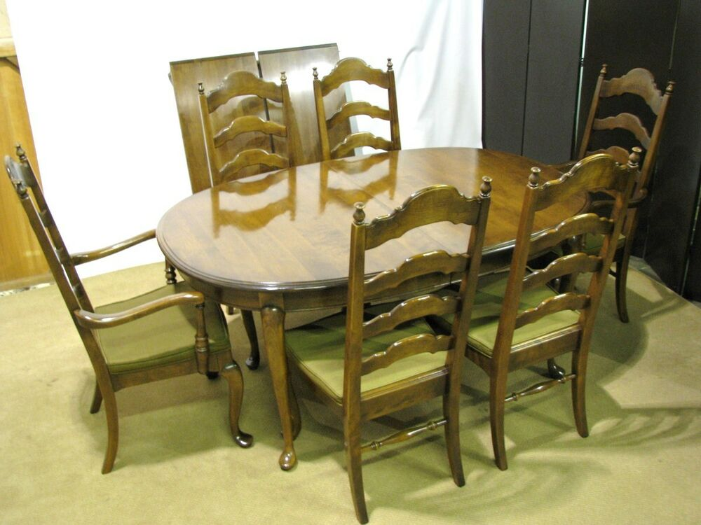 Ethan Allen Baumritter Solid Maple Dining Table 2 Leaves